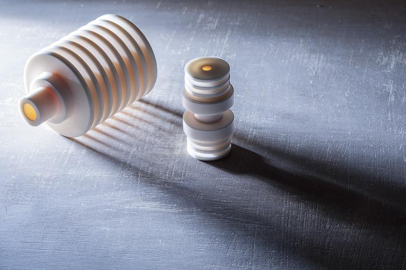 Isolatoren aus technischer Keramik für den Einsatz in der Elektrotechnik